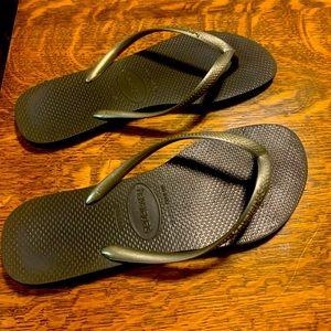 Bronze/brown/gold havianas flip flops
